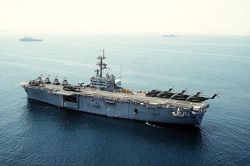 800px-USS_Iwo_Jima_(LPH-2),_portside_view